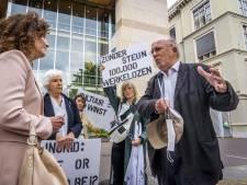 Hans Croiset en Johanna ter Steege bij protest van acteurs bij Kamerdebat over cultuur