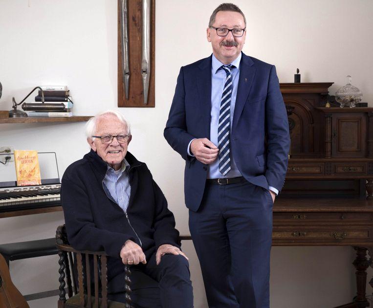 Broeder Gerrit H. Bakker (zittend) en dominee Kersten J. Bijleveld van de Voortgezette Gereformeerde Kerken in Nederland.  Beeld Werry Crone