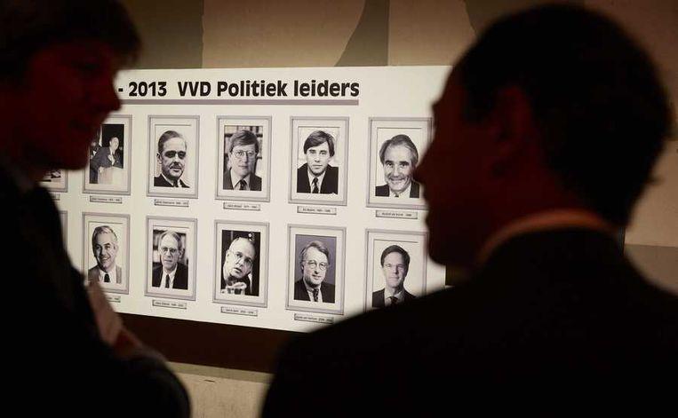 Tijdens het congres van de VVD wordt er in de wandelgangen een expositie gehouden over 65 jaar VVD, met een portrettengallerij van partijleiders. Beeld anp