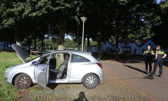 Autobrand aan de Pettelaarsche Schans in Den Bosch.