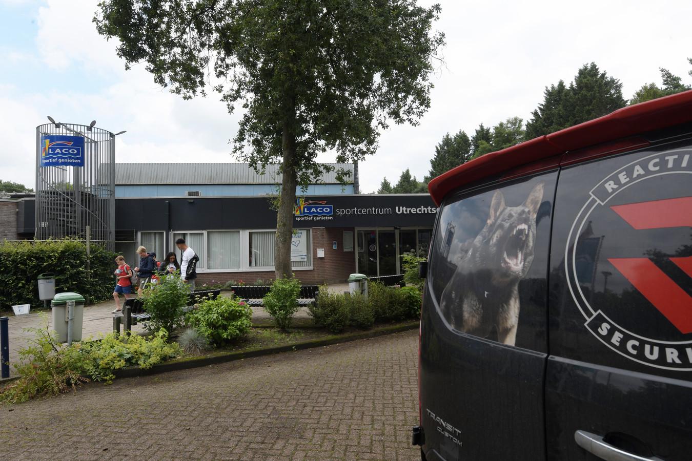 Er is standaard beveiliging bij het Laco Sportcentrum in Driebergen, waar het vrijdagavond uit de hand liep.