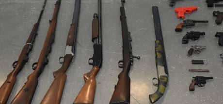 Uit de hand gelopen ruzie leden Zierikzeese motorclub leidt politie naar drugs en tientallen wapens