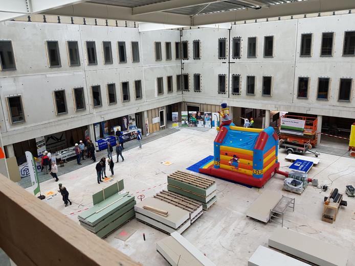 Tijdens de Dag van de Bouw die vandaag werd gehouden  was het mogelijk een kijkje te nemen in het toekomstige Saxenburgh Medisch Centrum in Hardenberg.
