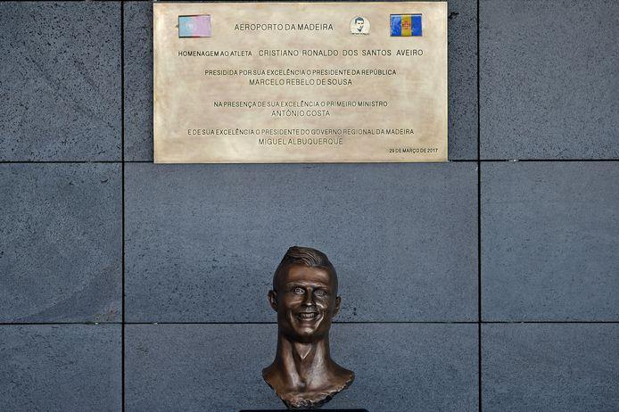 Het beeld van Cristiano Ronaldo op de luchthaven van Madeira leverde ook de nodige gefronste wenkbrauwen op.