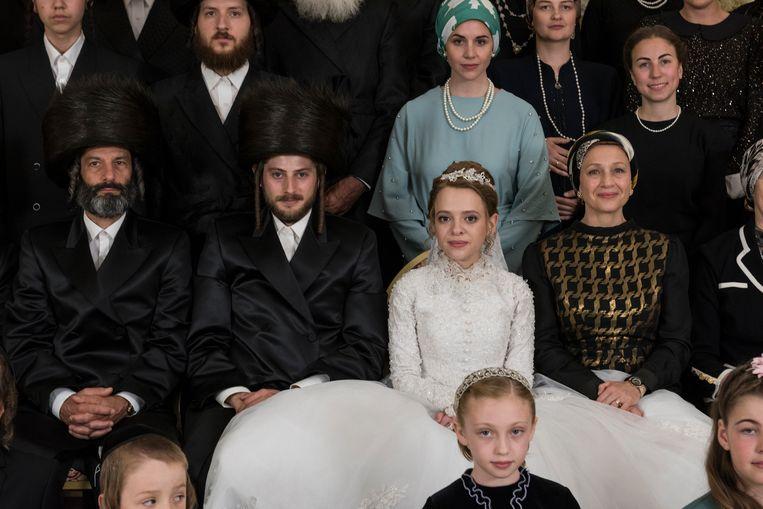 Tijd voor een huwelijksfoto. Beeld Anika Molnar/Netflix