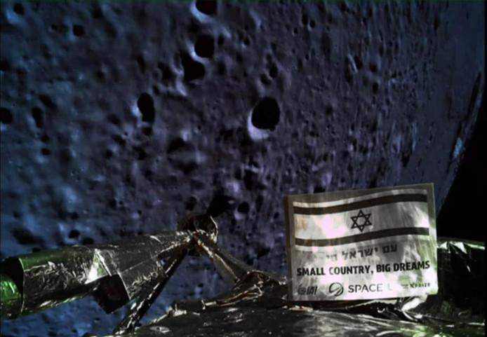 Beresheet, de Israëlische verkenner, kon nog net een foto naar huis zenden voordat het  toestel in de laatste minuut van de landing motorpech kreeg en crashte.