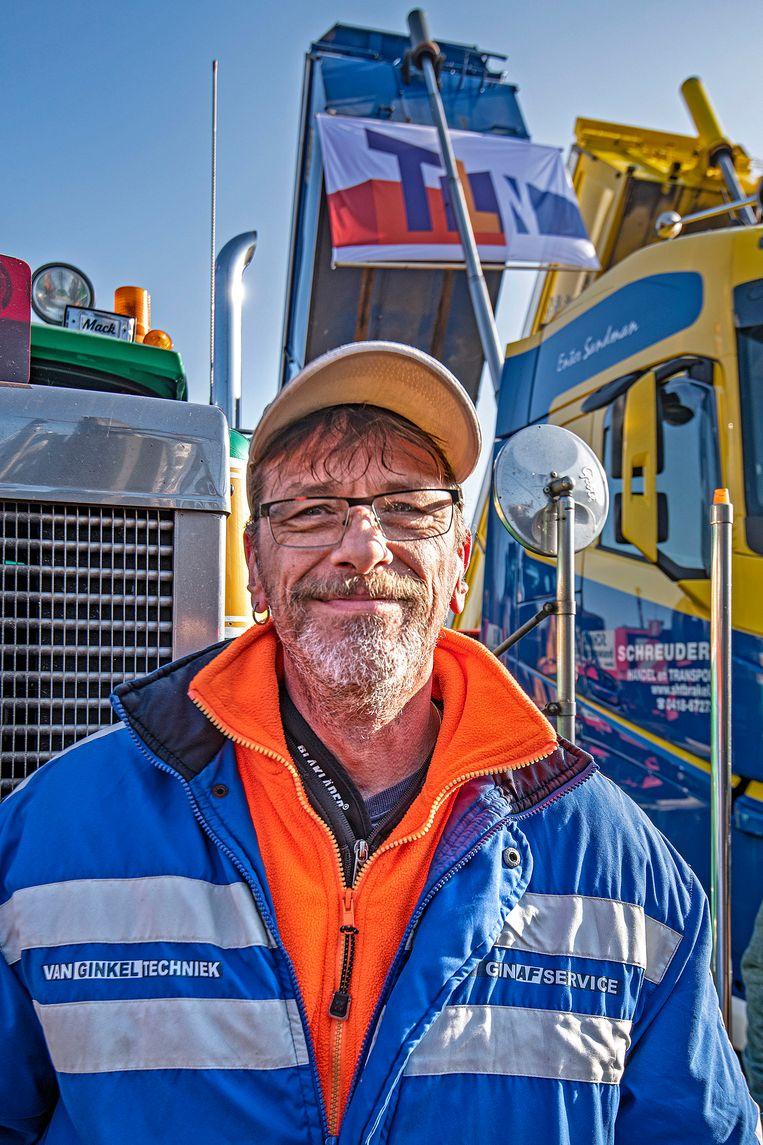Vrachtwagenchauffeur Rob de Wolf. Beeld Guus Dubbelman / de Volkskrant