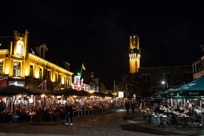"""De binnenstad op de kaart zetten, dat is het streven van het college. """"Dan ga je niet met 250 ambtenaren naar Wierden"""", aldus Jeanet Nijhof (PVV)."""