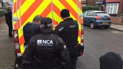 Britse politie rolt grote bende mensensmokkelaars op die ook in België actief was