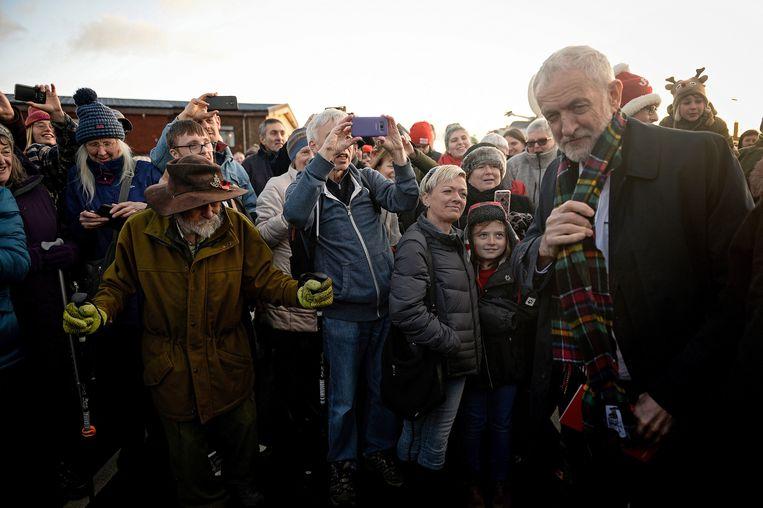 Zelfs onder trouwe Labourstemmers is partijleider Jeremy Corbyn allesbehalve populair. Beeld EPA