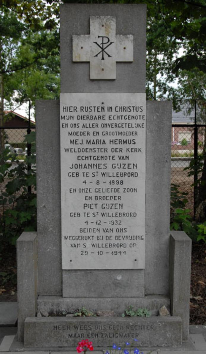 Tijdens de bevrijding  verloren in St. Willebrord een tiental mensen het leven. Onder hen de beroemde pastor Bastiaansen, die in zijn tuin werd getroffen door granaatvuur. En moeder Maria Gijzen-Hermus (46) en haar zoontje Piet (11) bij hun huis aan het begin van de Dorpsstraat.