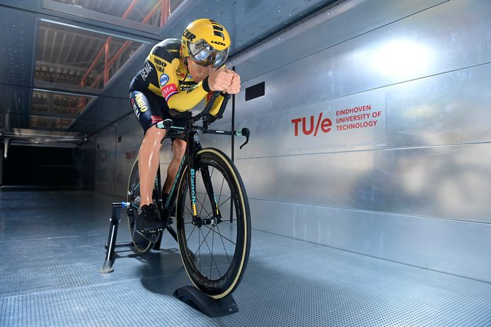 De pop in de windtunnel.
