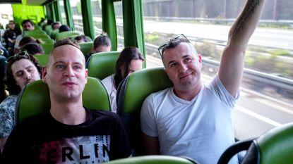 2.300 km tussen brave studentes & dronken dragqueens