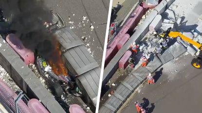 Formule 2 opgeschrikt door zware crash: bolide brandt volledig uit, coureurs als bij wonder ongeschonden