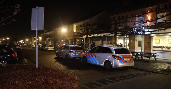 Man loopt gewond friettent Eetpaleis in Schijndel binnen na steekpartij.