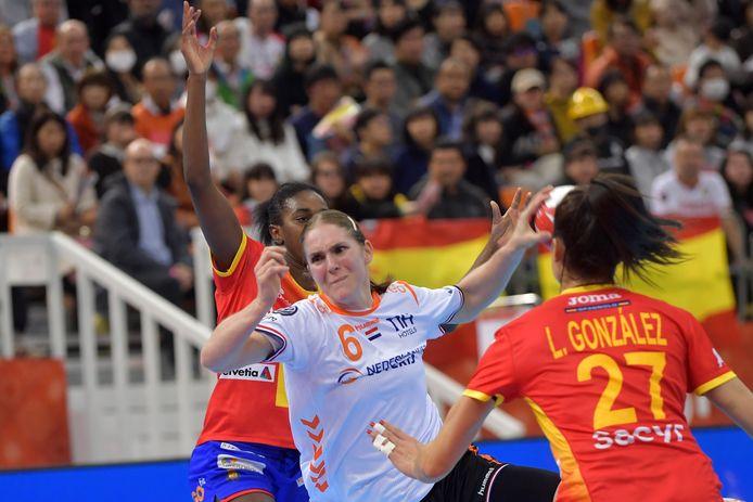 Laura van der Heijden in actie tijdens de gewonnen WK-finale tegen Spanje.