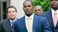 """R. Kelly officieel aangeklaagd voor tien gevallen van seksueel misbruik: """"Sommige slachtoffers tussen 13 en 16 jaar oud"""""""