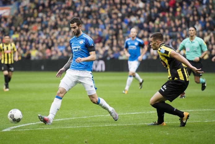 Gastón Pereiro in het duel met Vitesse, waarin hij nog wel een grote kans miste.