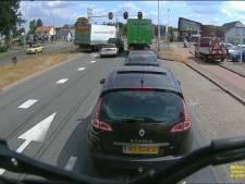 Vrachtwagen met remproblemen laat verkeer in Balkbrug schrikken: 'Hij zit er erg mee'