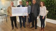 Wijkcomité Overdorp schenkt cheque van 2.458 euro aan Zonnestraal
