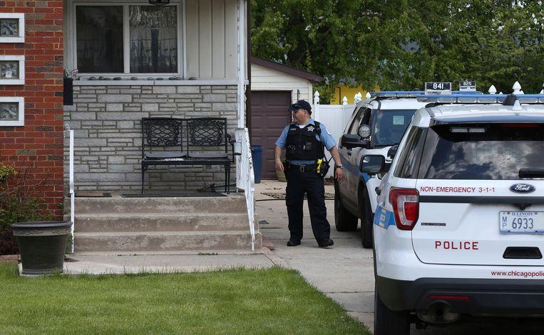 Politie aan de woning van Clarisa Figueroa.