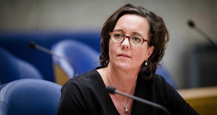 Volgens staatssecretaris Tamara van Ark van Sociale Zaken is het tijd om kinderarmoede 'de genadeslag' uit te delen.