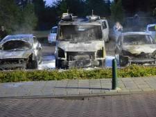 Vier auto's verwoest bij brand op parkeerplaats in Etten-Leur