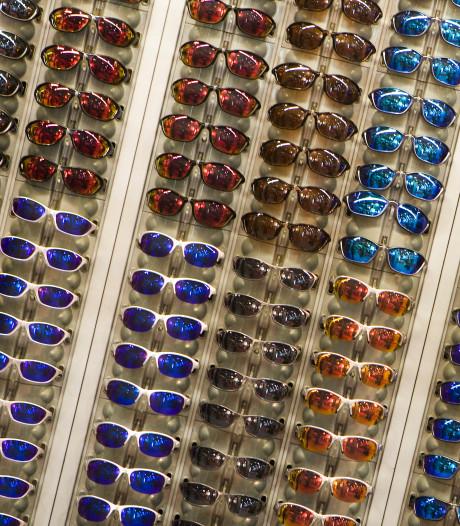 Man die voor 3400 euro aan merkbrillen heeft gestolen meldt zich bij politie