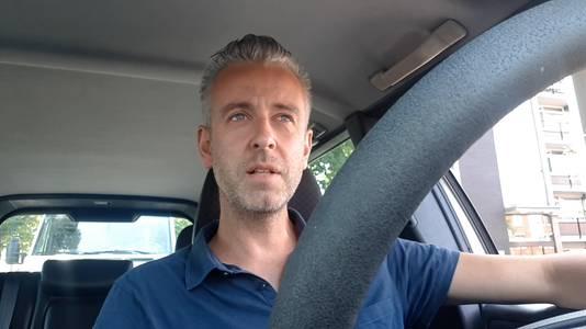 Janko van Sloten staat al uren in de file rond Arnhem oor de wegwerkzaamheden aan de A325.