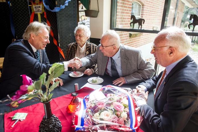 75 jaar getrouwd platina Harry en Riek Lasonder uit Enschede 75 jaar getrouwd | Enschede  75 jaar getrouwd platina