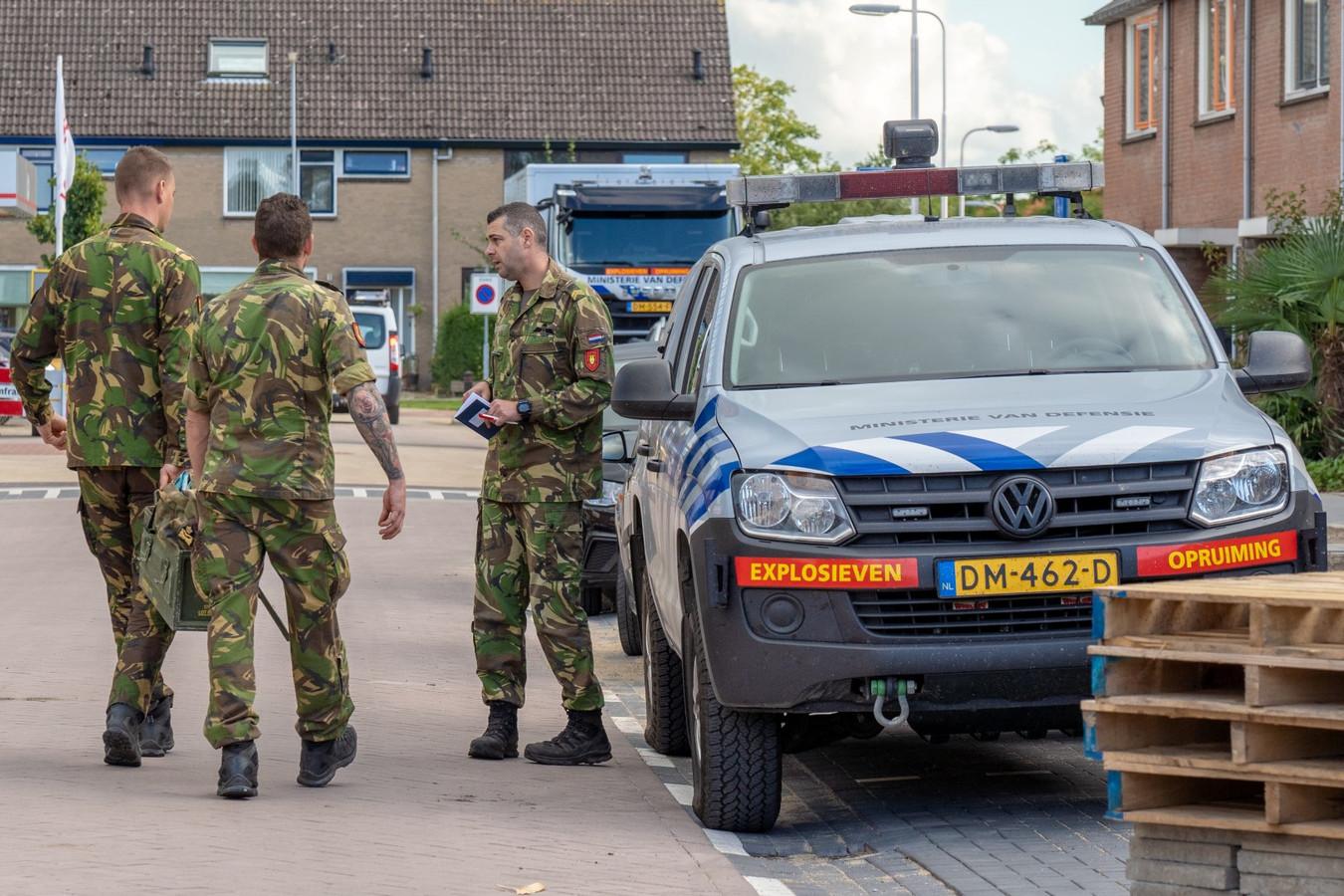 De EOD in Nieuw-Lekkerland voor granaten uit WOII.