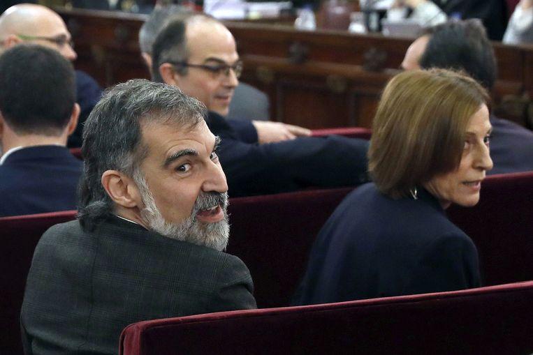 Jordi Cuixart (L) en Carme Forcadell staan met nog tien Catalaanse separatisten terecht bij het Hooggerechtshof in Madrid, 12 februari 2019. Beeld AFP