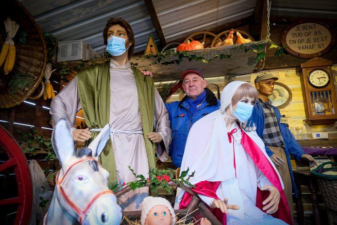 Roland in zijn kerststal.
