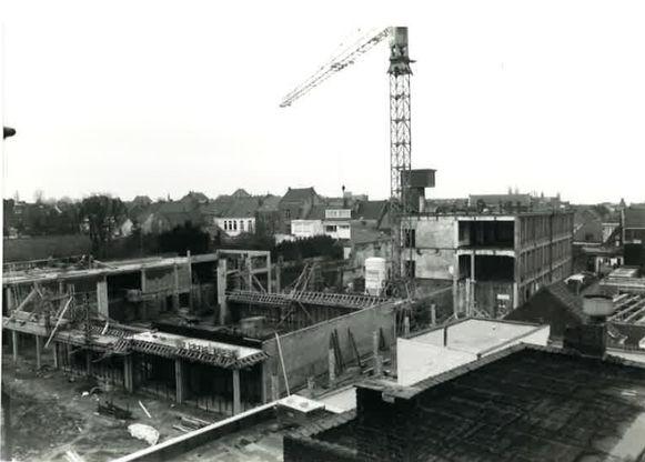 De bouw van cultuurcentrum De Plomblom in Ninove in 1994.