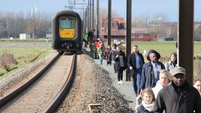 Auto valt stil op overweg in Zillebeke, moeder en dochter ontsnappen nipt aan aanstormende trein
