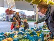 Wie de geheime code kent, krijgt een gratis zak vitamientjes op de markt in Nieuwdorp
