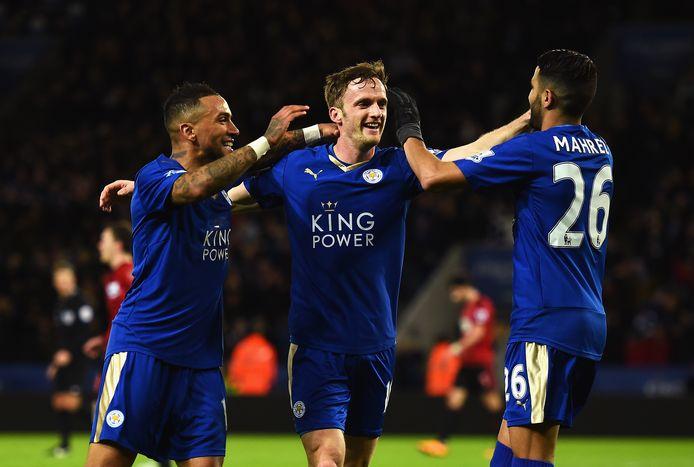 Andy King (midden) in het shirt van Leicester City.