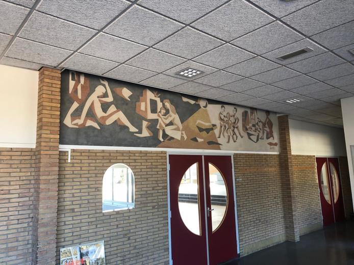 Het kunstwerk van de broers Gierveld sierde decennialang de vroegere manschappenkantine op de vliegbasis Twenthe.