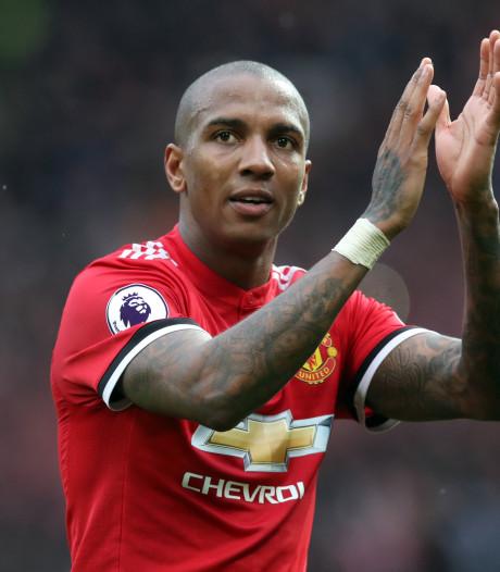 Young (33) gaat nog jaar door bij United