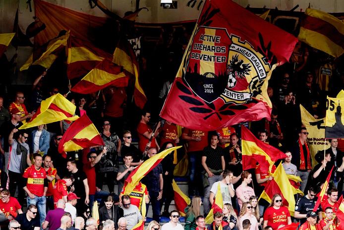 Go Ahead Eagles en PEC Zwolle hebben ingestemd met het voornemen van het platform Rookvrije Voetbalstadions om de sigaret, middels een ontmoedigingsbeleid, het komende jaar te bannen uit de stadions.