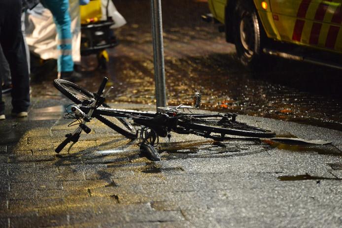 De fiets na het ongeluk op de Ginnekenweg in Breda.