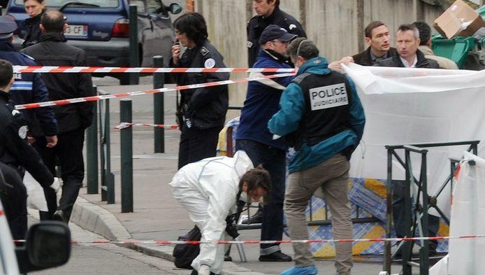 Politie onderzoekt de locatie van de dodelijke schietpartij.