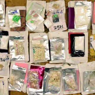 In boeken, voetenbadjes en speelgoedauto's: douane vindt 'hele criminele apotheek' in meest uiteenlopende spullen
