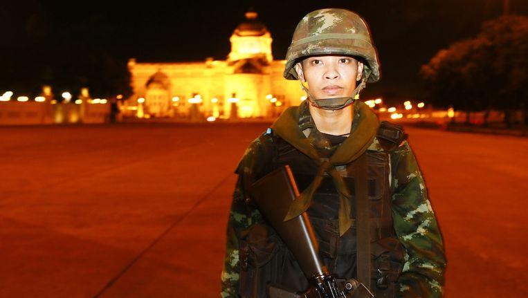 Een Thaise militair vandaag in Bangkok. Beeld epa