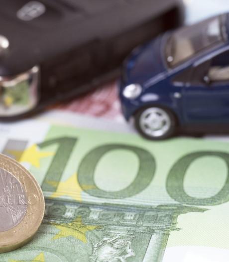 Torenhoge premie autoverzekering, vooral jongeren de dupe