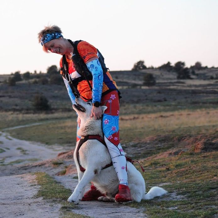 Dorothea Bil en haar hond.