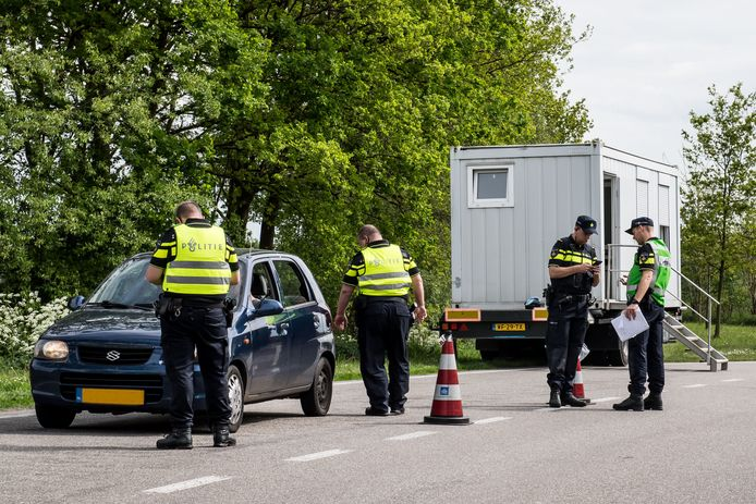 RIJSSEN - Grote controle op parkeerplaats langs de N347.