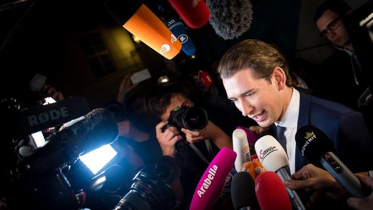 Sebastian Kurz voorafgaand aan een televisiedebat op de dag van de Oostenrijkse parlementsverkiezingen. Beeld afp