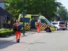 Man verwondt zich met stuk glas in Budel en wordt met spoed naar ziekenhuis gebracht