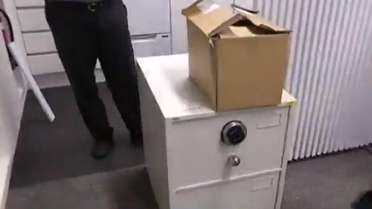 Een van de beveiligde kasten waar de documenten nu in geplaatst zijn.